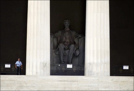 Closed Lincoln Memorial. Source: Wikimedia Commons. Author: By Emw (Own work).