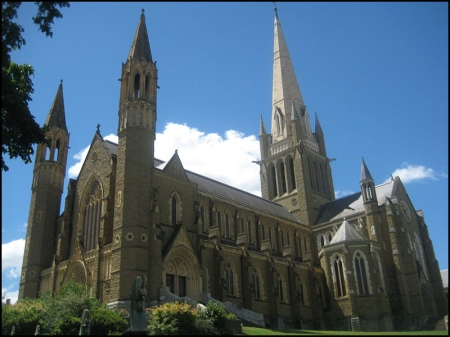 Sacred Heart Cathedral. One of many Christian temples in Bendigo.  Source: Wikimedia Commons.  Author: Xxplosiv.