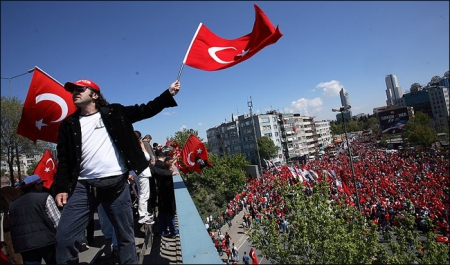 Pro-secular rally in Istanbul.  Source: Wikimedia Commons. Author: Miguel Carminati.