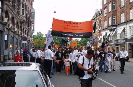 Hizb ut-Tahrir demonstration in Copenhagen.  By: EPO (Own work). Source: Wikimedia Commons